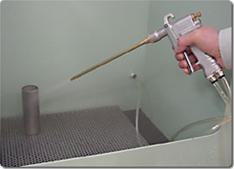 ガントリガーの切替操作だけで、エアブロー(コンプレッサーエアー)と洗浄液等のスプレー洗浄が行えます。